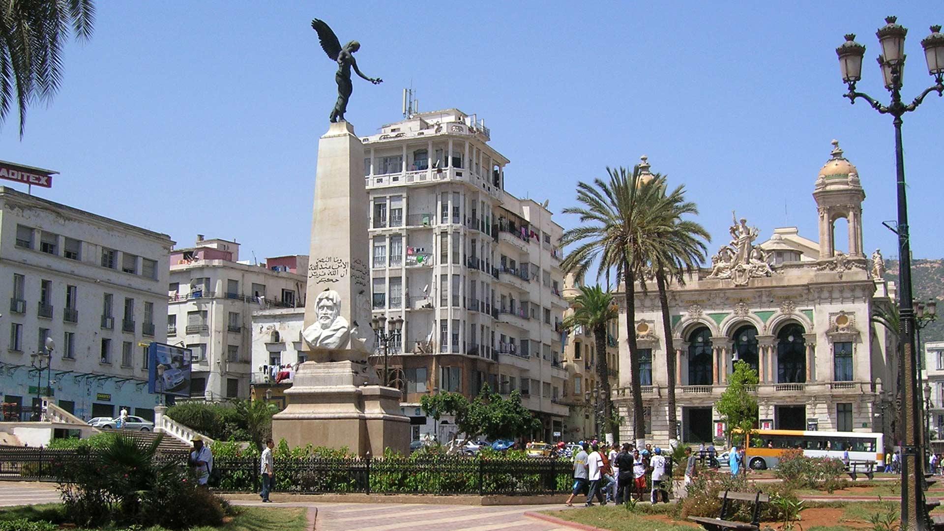 Monument_actuel,_place_d'armes_à_Oran.